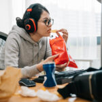 The Dangers of Mixing Screen Time and Snack Time