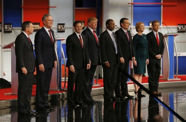Republican U.S. presidential candidates (L-R) Governor John Kasich, former Governor Jeb Bush, U.S. Senator Marco Rubio, businessman Donald Trump, Dr. Ben Carson, U.S. Senator Ted Cruz,  former HP CEO Carly Fiorina and U.S. Rep. Rand Paul pose during a photo opportunity before the debate held by Fox Business Network for the top 2016 U.S. Republican presidential candidates in Milwaukee, Wisconsin, November 10, 2015.  REUTERS/Jim Young