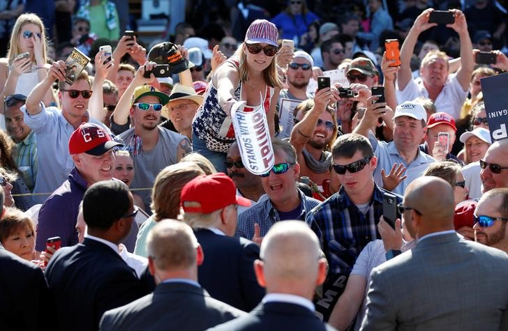 Republican U.S. presidential candidate Donald Trump greets supporters after a campaign rally in Lynden, Washington, U.S., May 7, 2016. REUTERS/Jim Urquhart